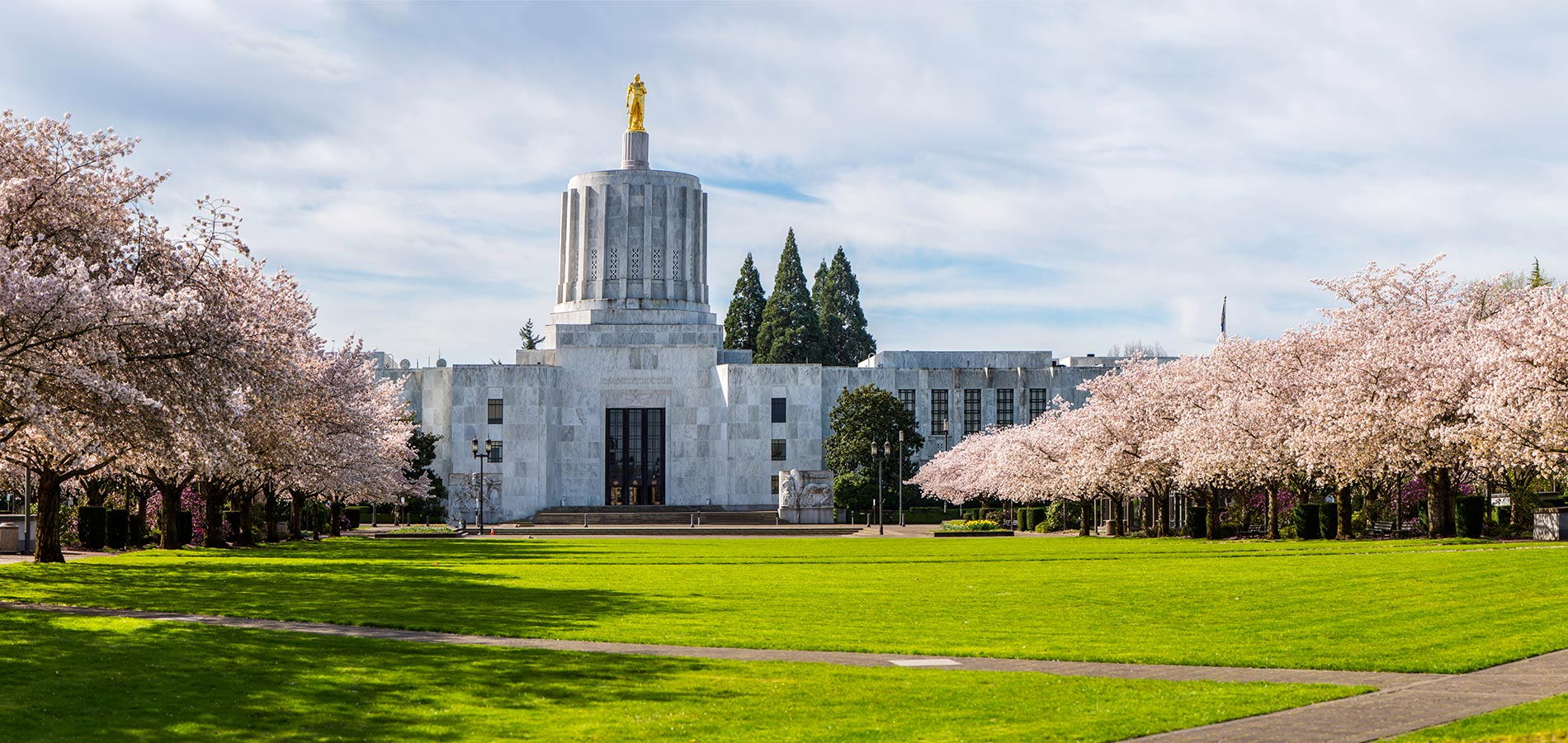 Photo of the Oregon Capital Building